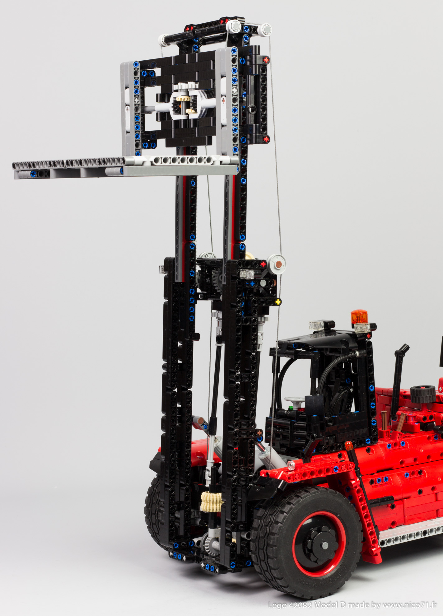 Lego-42082-Model-D-Heavy-Forklift-24