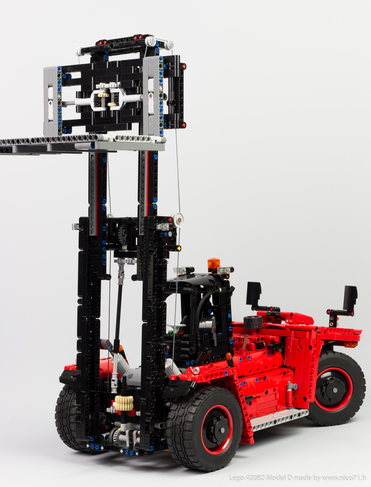 Lego-42082-Model-D-Heavy-Forklift-26