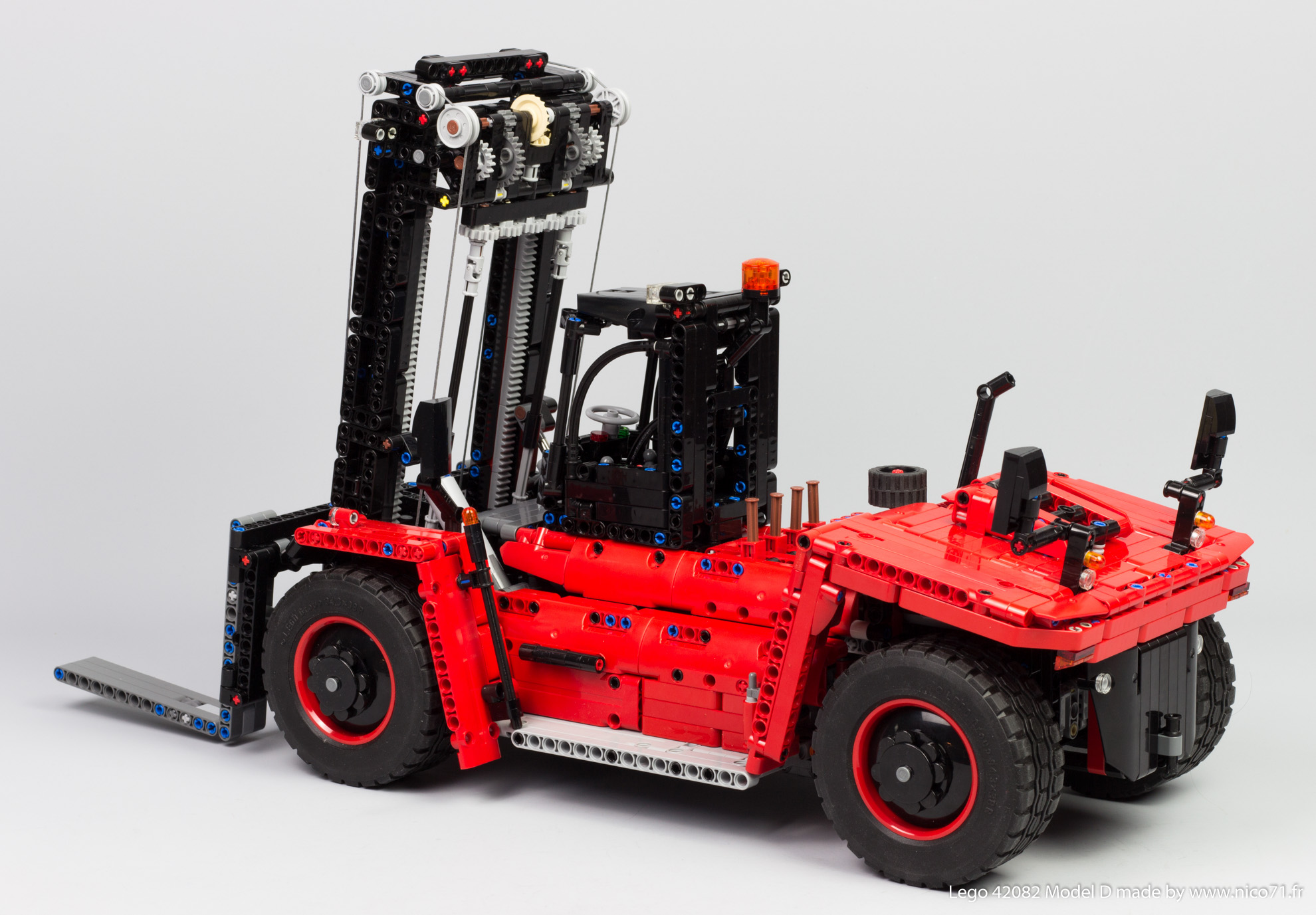 Lego-42082-Model-D-Heavy-Forklift-3