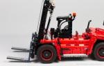 Lego-42082-Model-D-Heavy-Forklift-17