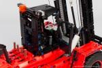 Lego-42082-Model-D-Heavy-Forklift-19