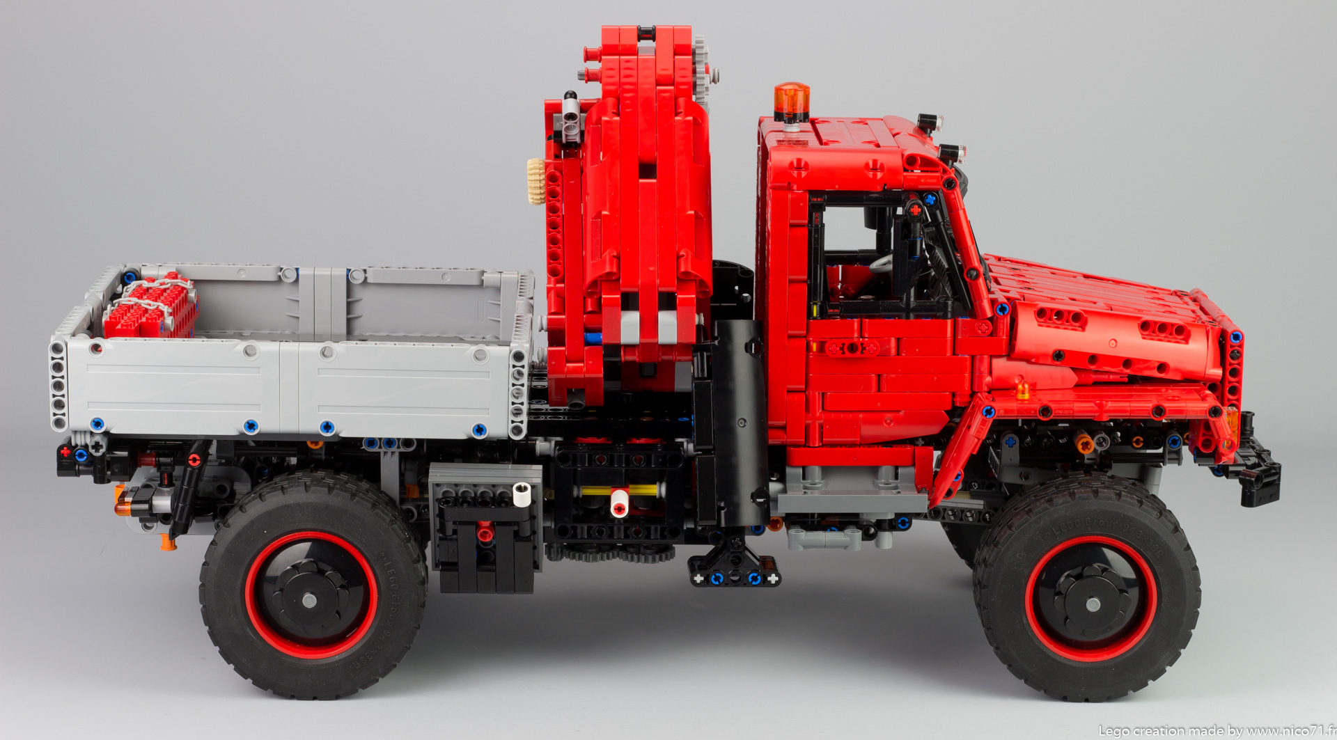 lego-42082-model-E-offroad-truck-3