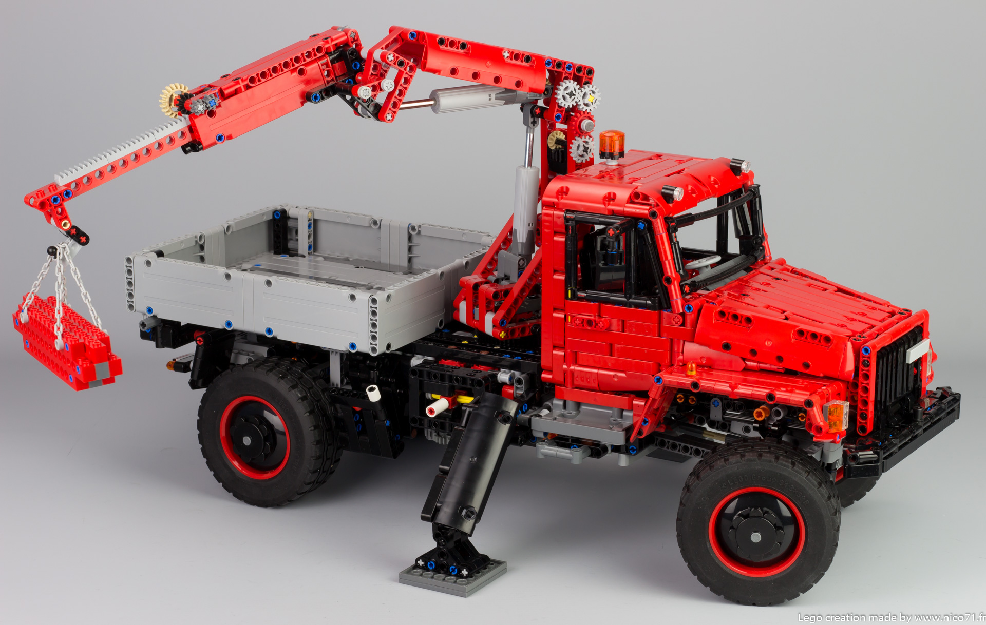 lego-42082-model-E-offroad-truck-9