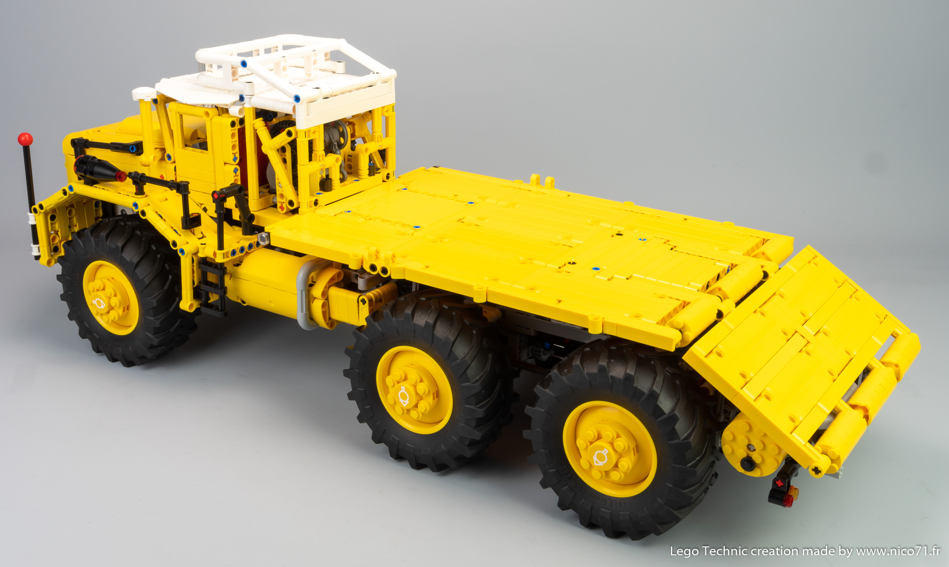 Lego-Berliet-T100-4