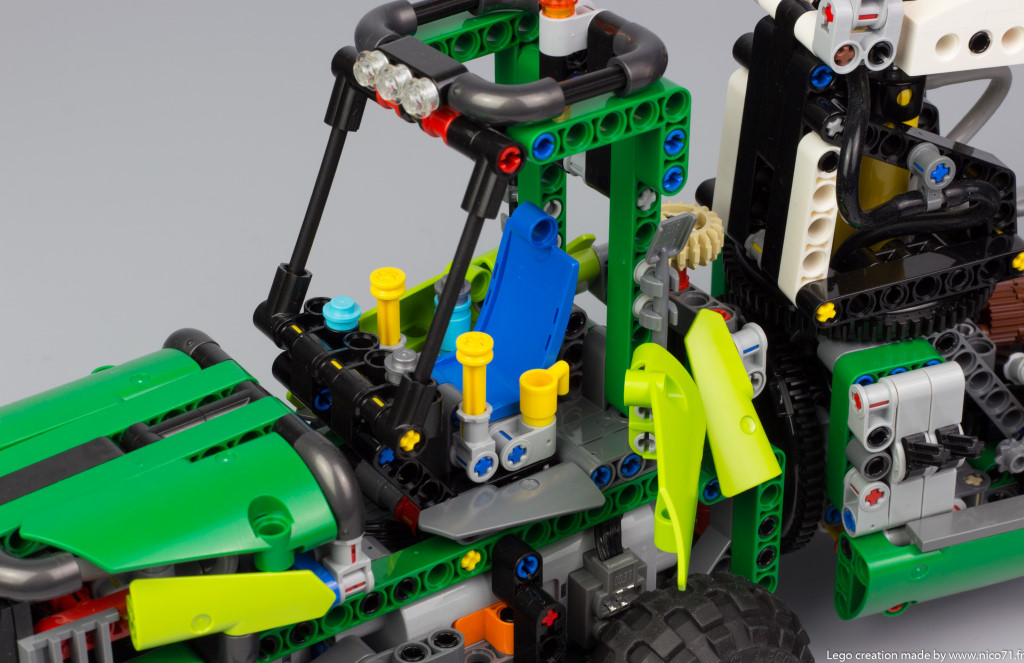 lego-technic-42080-model-c-forwarder-10.