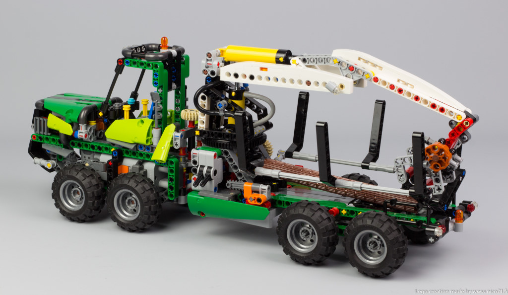 lego-technic-42080-model-c-forwarder-4.j