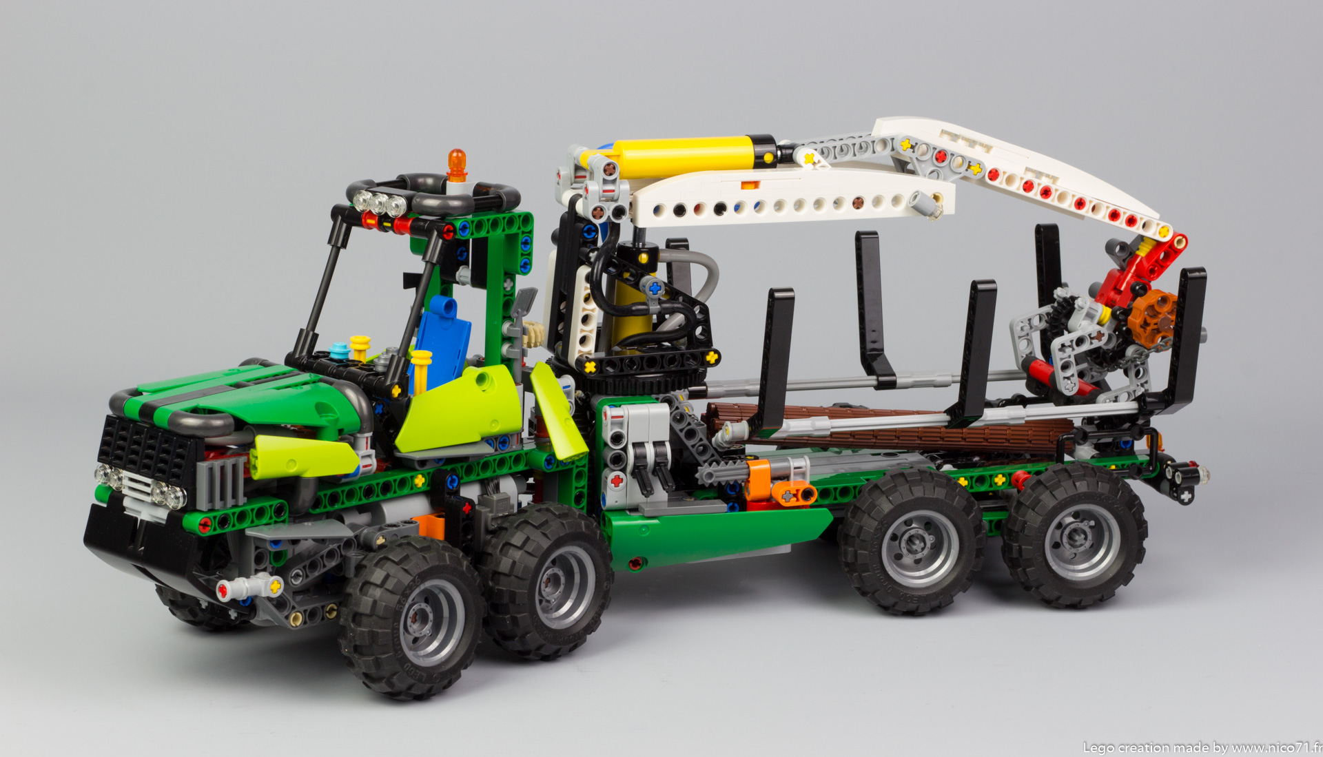 lego-technic-42080-model-c-forwarder-1
