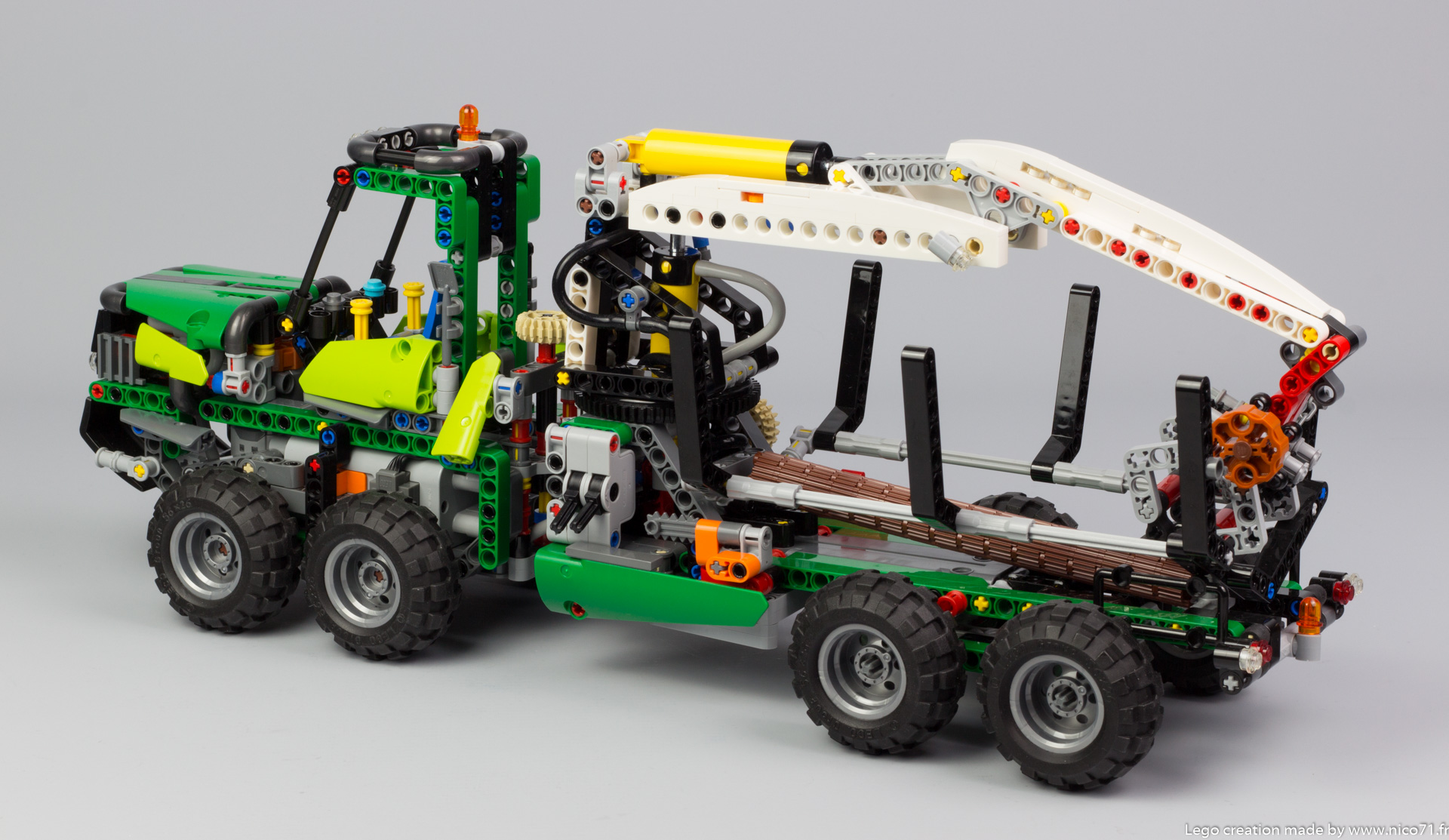 lego-technic-42080-model-c-forwarder-4
