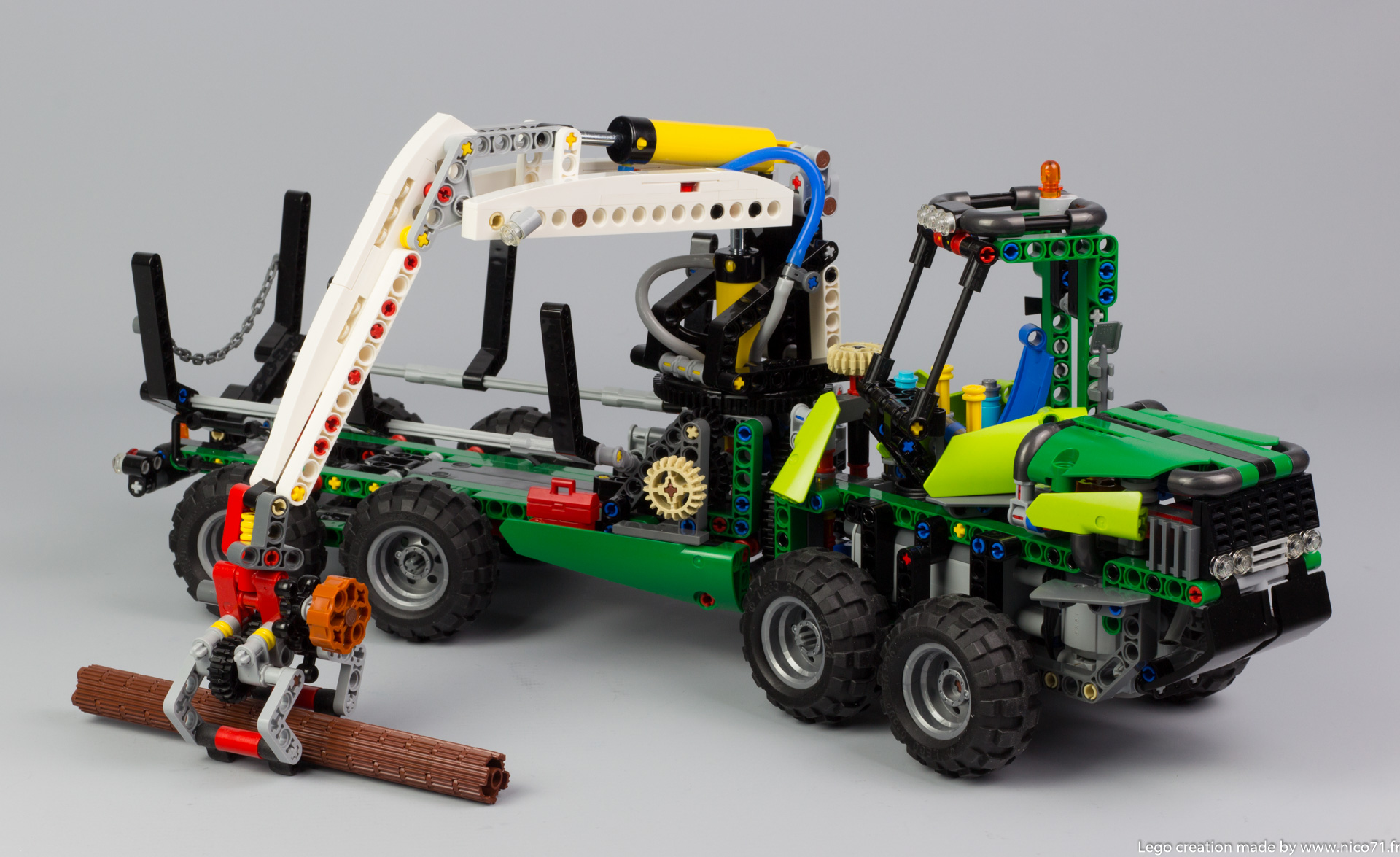 lego-technic-42080-model-c-forwarder-8
