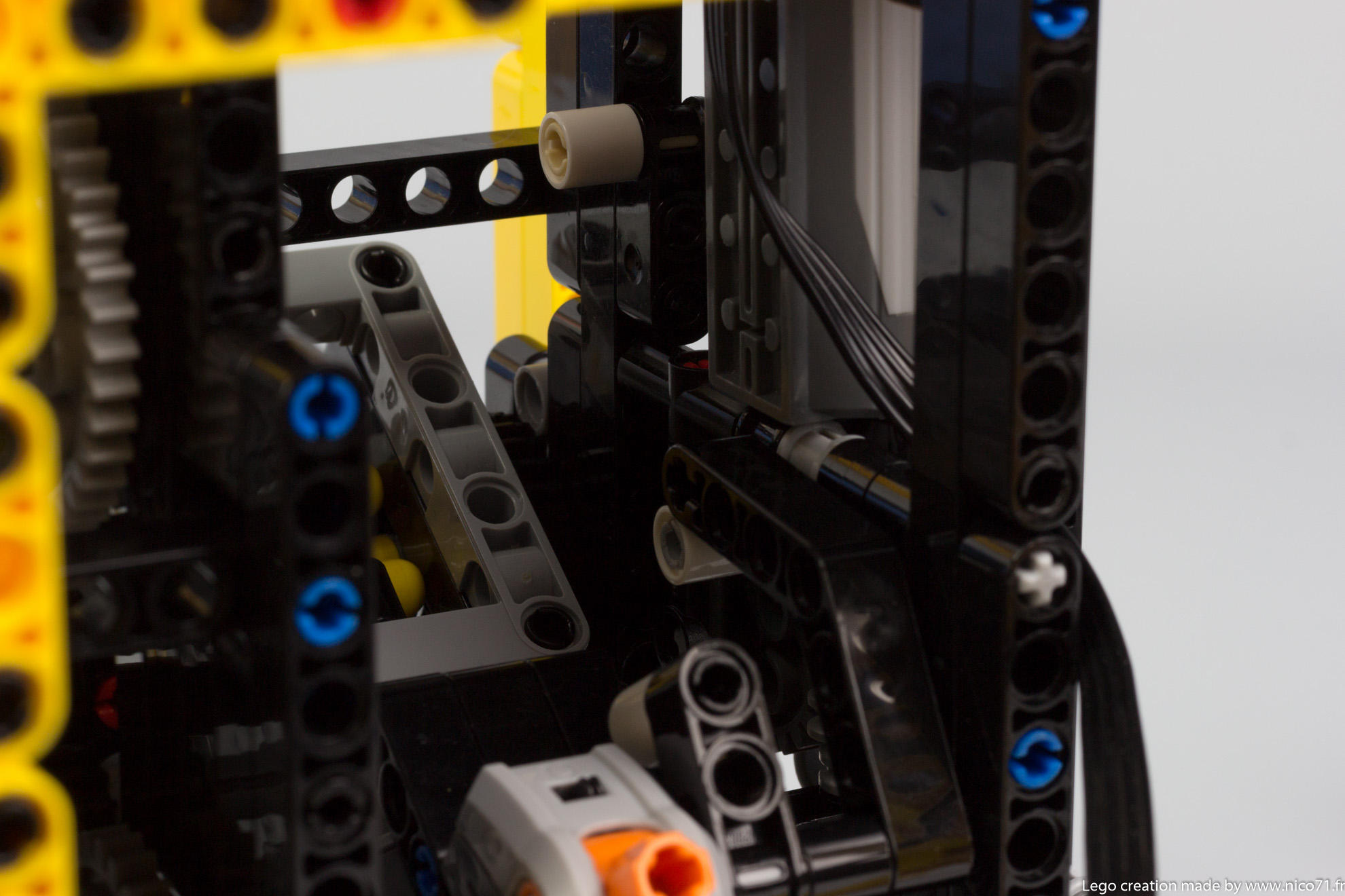 Lego-Technic-Balance-Clock-11